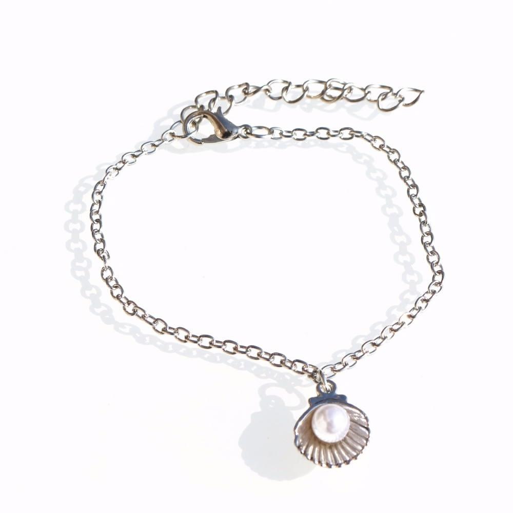 Seashell-Pearl-Chain-Bracelet-1